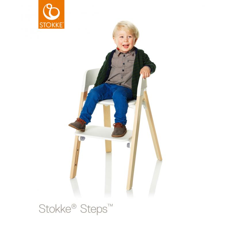 Silla stokke steps blanca con patas de madera de roble natural for Silla blanca patas madera
